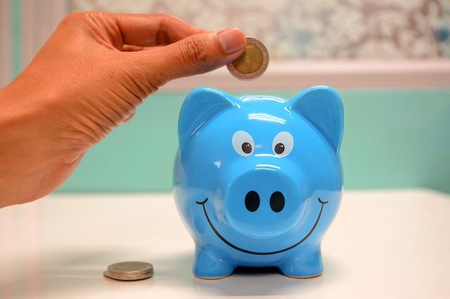 Geldsparschwein in blauer Farbe