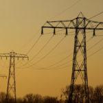 Stromnetz aus elektrischen Leitungen
