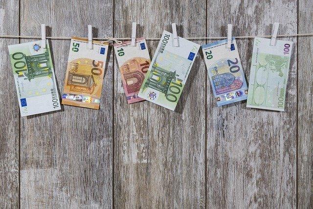 Geld hängt an Wäscheleine